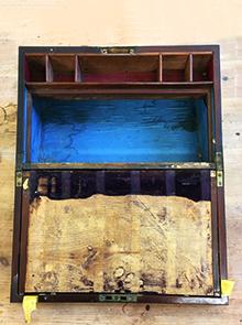Schrijfkistje-1-voor restauratie-deel van het schrijfvlak ontbreekt-Romeny Restaureert-Antiekmeubelrestauratie-Amsterdam